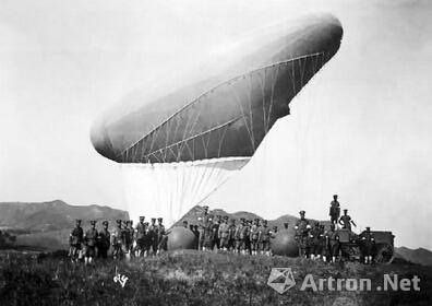 气球释放清光绪三十四年(1908年)摄  《太湖秋操照片》第175帧,原题作