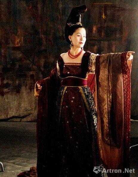 《大明宫词》的服装设计源于历史,叶锦添融合了现代人的审美观念进行