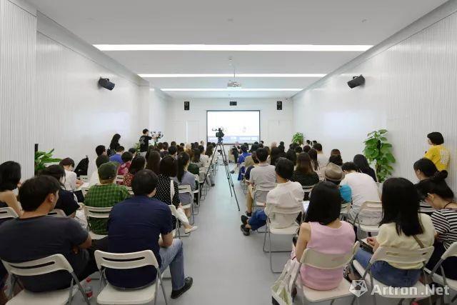 策展人朱青生和参展艺术家陈界仁举行学术对谈