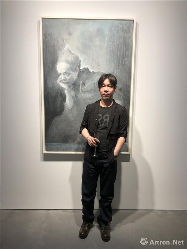 艺术家毛焰在展览现场