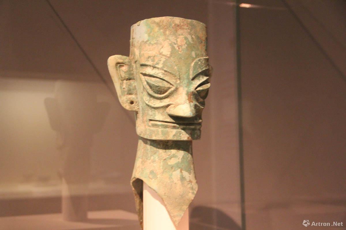 三星堆铜人头像 商代(约公元前16世纪-公元前11世纪) 高39.3cm 1986年四川广汉三星堆出土 中国国家博物馆藏
