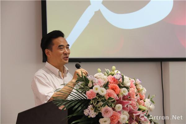 国家艺术基金中期监督专家、重庆师范大学美术学院院长黄作林